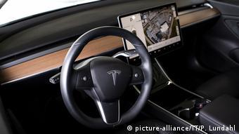 В салоне Tesla Model 3