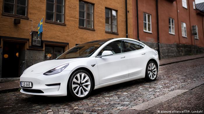 Tesla Model 3 (picture-alliance/TT/P. Lundahl)