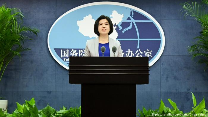 中国大陆国台办发言人朱凤莲表示,当务之急是去除岛内人为的政治障碍,使广大台胞有疫苗可用。