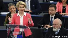 27.11.2019, European Commission president-elect Ursula von der Leyen gestures as she speaks next to European Commission Executive Vice President-Designate Frans Timmermans (R) during the presentation of the College of Commissioners and their programme at the European Parliament on November 27, 2019 in Strasbourg, eastern France. (Photo by FREDERICK FLORIN / AFP)