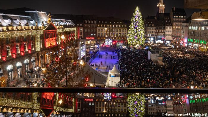 France - Strasbourg - view across the Christmas market at night all lit up (Getty Images/AFP/P. Hertzog)