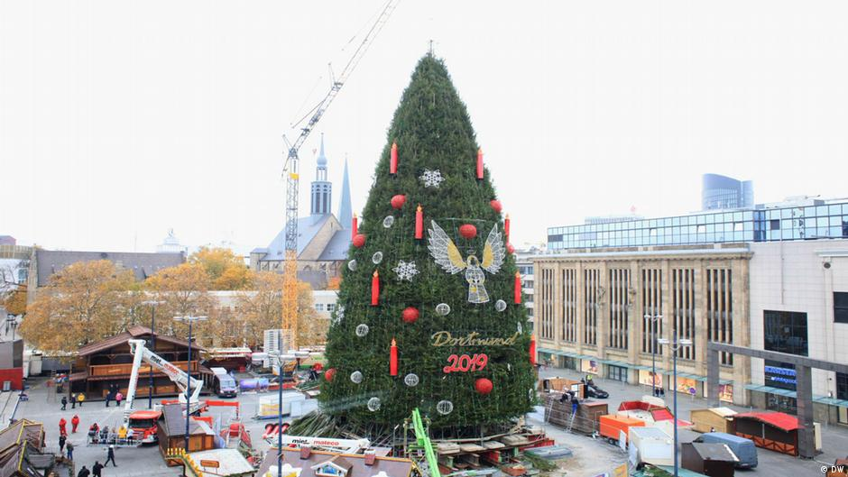 The Biggest Christmas Tree In The World Euromaxx Lifestyle In Europe Dw 29 11 2019