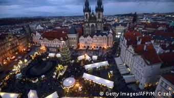 Tschechien | Weihnachtsmarkt in der Prager Altstadt 2018 (Getty Images/AFP/M. Cizek)
