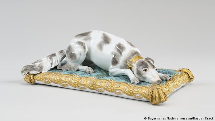 porcelain model of a dog (Bayerisches Nationalmuseum/Bastian Krack)