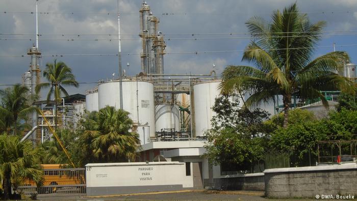 Zuckerrohr Guatemala In Fabriken wie dieser wird in Guatemala Rohzucker aus Zuckerrohr gewonnen (DW/A. Boueke)