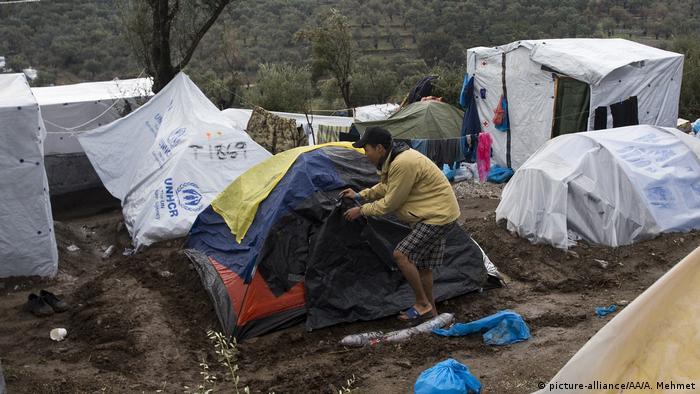 Viele in Moria schlafen in primitiven Zelten