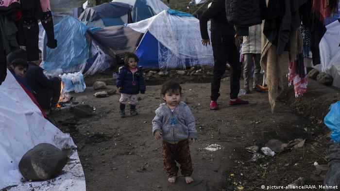 Griechenland Moria Flüchtlingslager in Lesbos (picture-alliance/AA/A. Mehmet)
