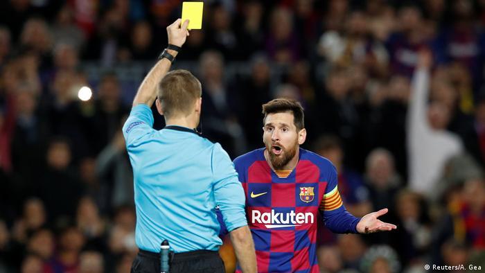 Champions League - Group F - FC Barcelona v Borussia Dortmund   Lionel Messis Gelbkarte