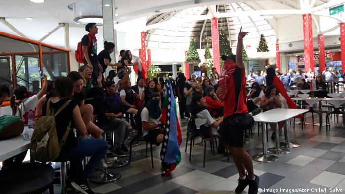 Chile Proteste im Einkaufszentrum Parque Arauco in Santiago