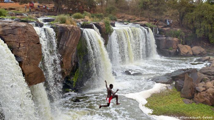 Kenia Nationalpark Fourteen Falls (picture-alliance/dpa/A. Gebert)