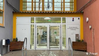 Η κεντρική είσοδος του σχολείου