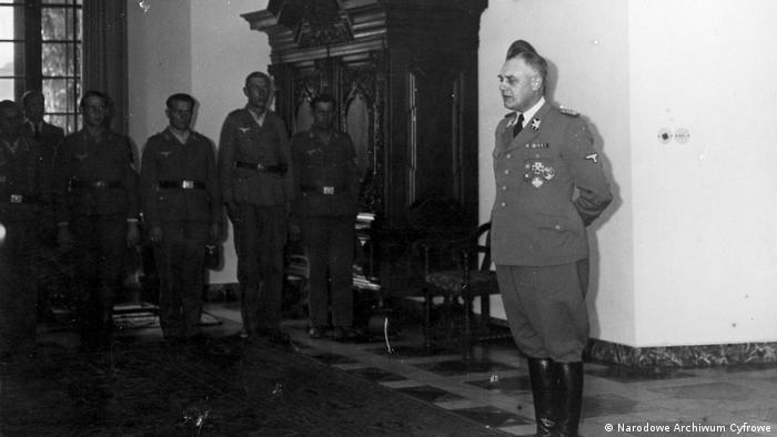 Wilhelm Koppe (czerwiec 1944) na Wawelu. Był członkiem rządu GG