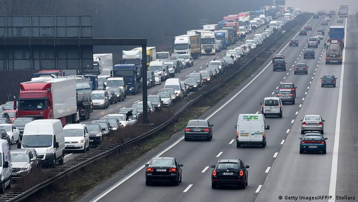 Autobahn traffic jam (Getty Images/AFP/P. Stollarz)