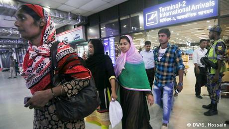 Bangladesch Dhaka Arbeiterinnen kehhren aus Saudi-Arabien zurück