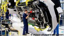 Arbeiter bei Mercedes-Benz
