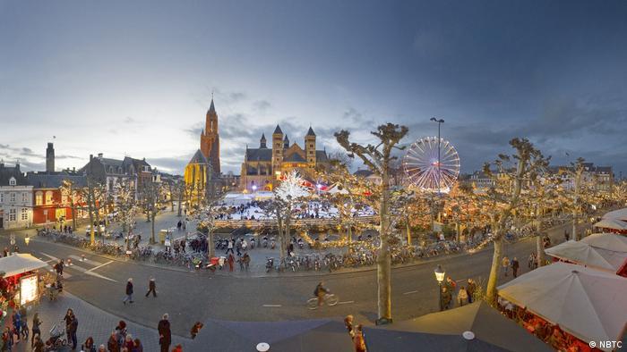 Christmas market - Maastricht Christmas market at dusk (NBTC)