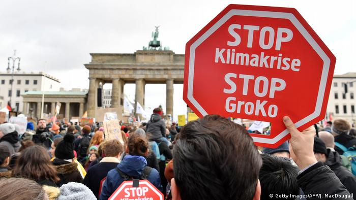 Climate protesters rally in front of Berlin's Brandenburg Gate for the fourth global Fridays for Future strike tis year. (Getty Images/AFP/J. MacDougall)