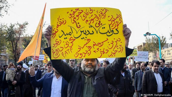 اعتراضات دیماه واکنشی بود به گرانشدن بنزین که زمینه را برای بیان انتقاد به سیاستهای جمهوری اسلامی فراهم کرد