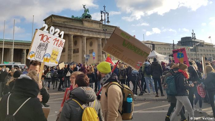 Berlin | Klimastreik: Fridays for Future (DW/K. Brady)