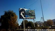 Iran | Von Demonstranten zerstörter Banner von Ayatollah Ali Khamenei