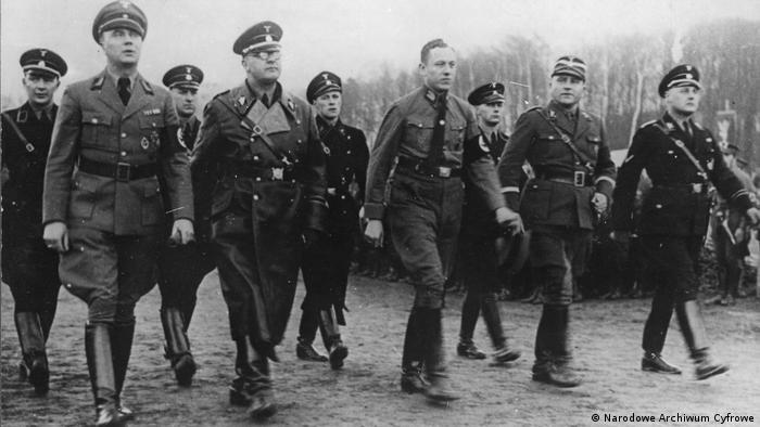 Manifestacja NSDAP w Gdańsku pod koniec lat 30. Pierwszy z prawej to Wilhelm Koppe