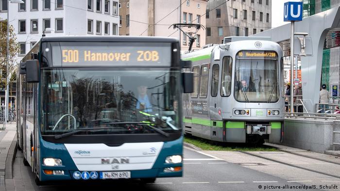 Автобус и трамвай в центре Ганновера