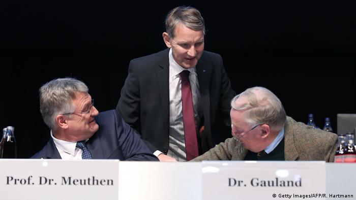 Jerg Mojten (levo) u otvorenom sukobu sa Bjernom Hekeom (u sredini)