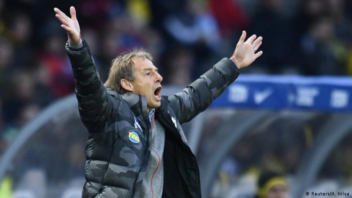 Fußball Bundesliga | Hertha BSC vs. Borussia Dortmund | Jürgen Klinsmann, Trainer (Reuters/A. Hilse)