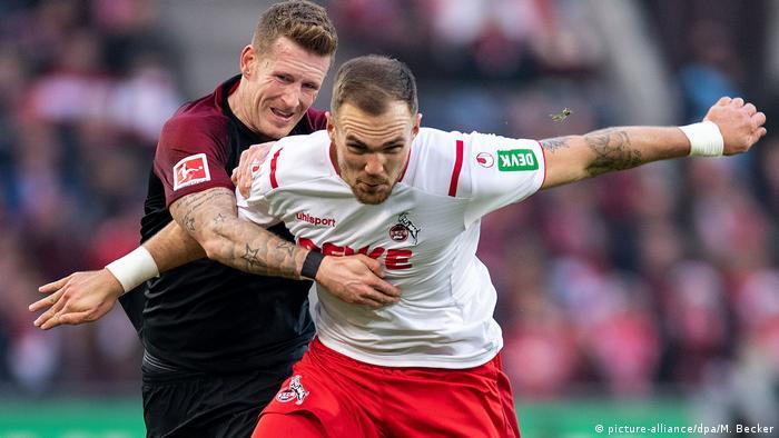 1. FC Köln - FC Augsburg | Zweikampf (picture-alliance/dpa/M. Becker)