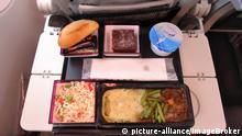 Qatar Airways | Bordverpflegung auf Klapptisch, Economy Class, Airbus A 350