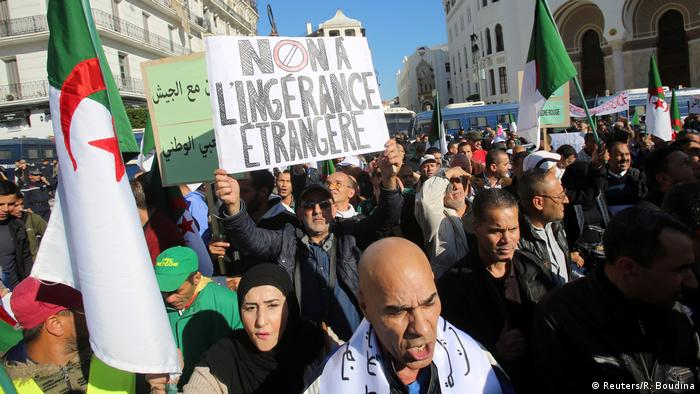 Algerien pro-Regierungsprotest in Algiers