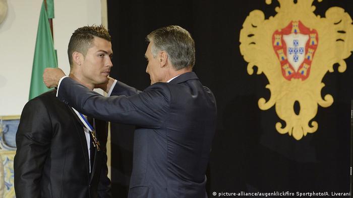BG Nowitzki Bundesverdienstkreuz   Cristiano Ronaldo wird geehrt (picture-alliance/augenklick/firo Sportphoto/A. Liverani)