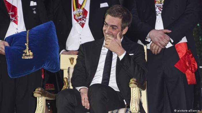 BG Nowitzki Bundesverdienstkreuz   Philipp Lahm erhält Karl-Valentin-Orden (picture-alliance )