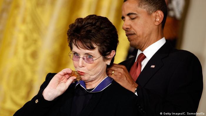 BG Nowitzki Bundesverdienstkreuz | Billie Jean King erhält Orden von Obama (Getty Images/C. Somodevilla)