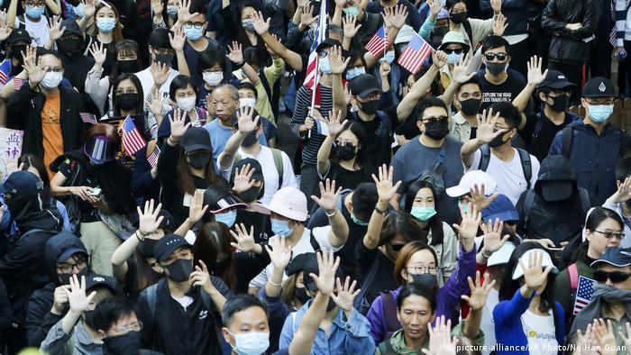 Hong Kong'da gösteriler devam ediyor