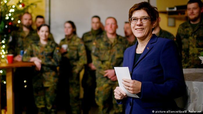 Annegret Kramp-Karrenbauer w Kosowie