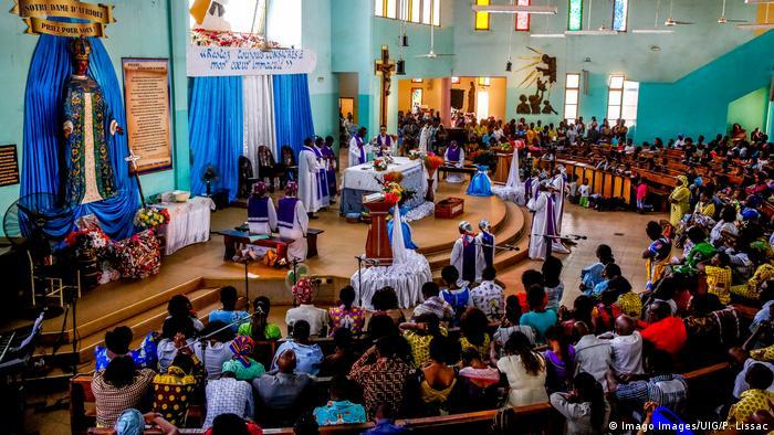 Foto de una iglesia católica en Burkina Faso.