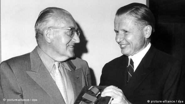 Fritz Lang erhält Goldenes Filmband Flash-Galerie