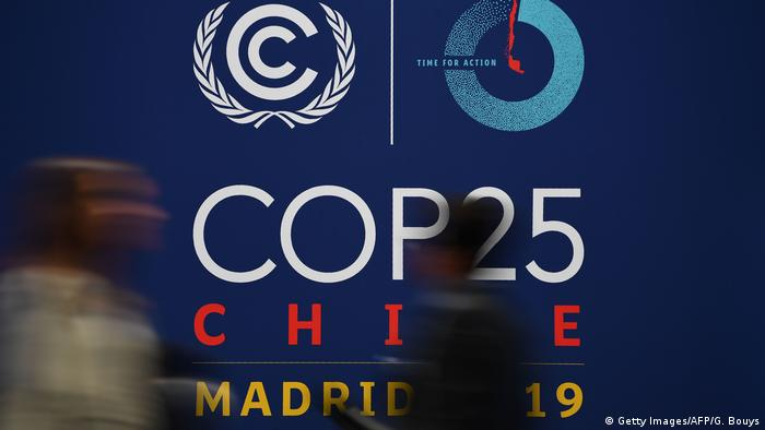 Spanien Madrid l 25. UN-Klimakonferenz - Logo (Getty Images/AFP/G. Bouys)