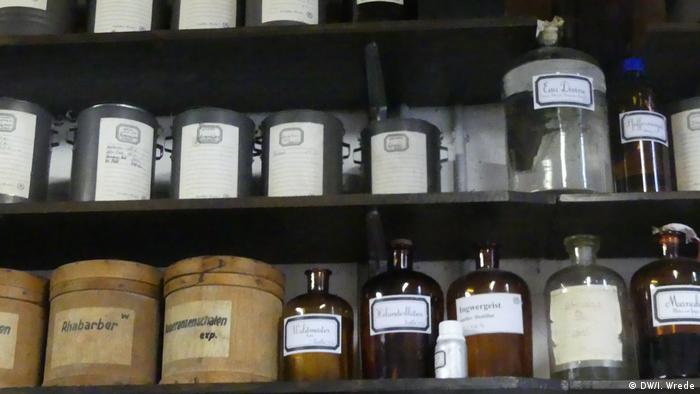 Bottles of essences at the distillery (DW/I. Wrede)