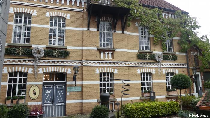 Завод Габбелів розташований в історичній будівлі, яка має статус пам'ятника архітектури
