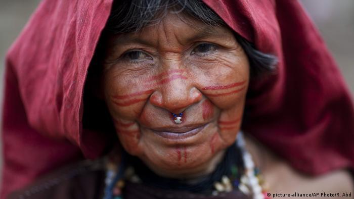 Mujer del pueblo asháninka de Perú.