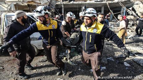 White helmets and locals conduct a rescue operation in Idlib. Izzedin Idlibi / Anadolu Agency