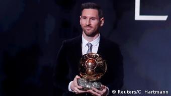 Нападающий Барселоны Лионель Месси стал обладателем Золотого мяча в 2019 году.