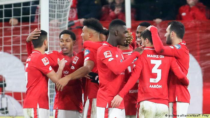 1. Bundesliga | 1. FSV Mainz 05 vs Eintracht Frankfurt | Mainzer Torjubel (2:1) (picture-alliance/dpa/T. Frey)
