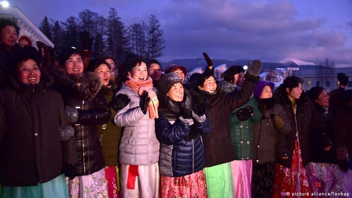 North Koreans at the opening of the Samjiyom township (picture alliance/Yonhap)