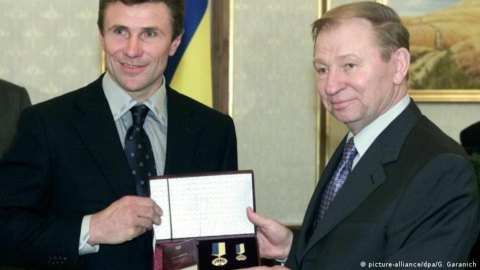 Ukraine Leonid Kutschma zeichnet Sergej Bubka aus (picture-alliance/dpa/G. Garanich)