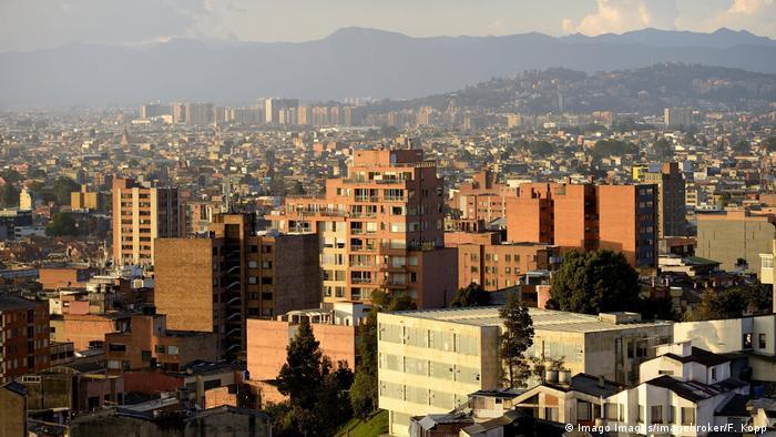 Kolumbien Ausblick auf den Stadtteil Chapinero in Bogota (Imago Images/imagebroker/F. Kopp )