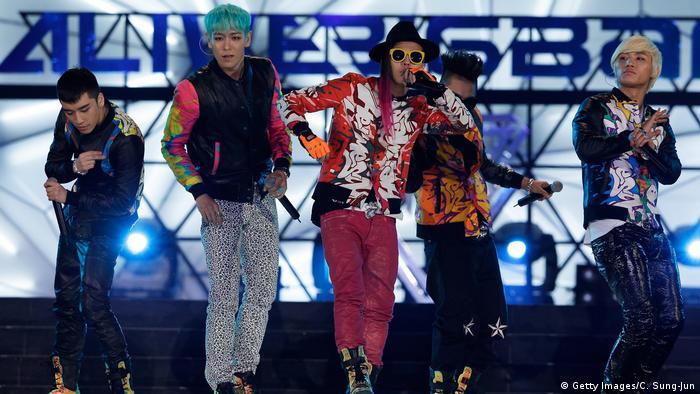 Auftritt der K-Pop Band Big Bang. (Getty Images/C. Sung-Jun)