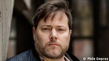 Portrait von dem Schweizer Regisseur Milo Rau. Copyright: Phile Deprez. Quelle: NTGent, The City Theatre of the Future.